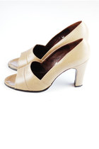 dark khaki vintage pumps