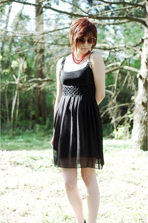 black BCBG dress - red vintage necklace - red vintage sunglasses
