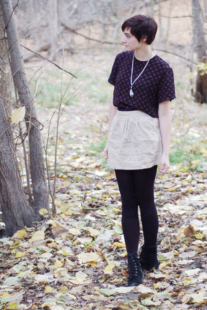navy blouse - beige skirt