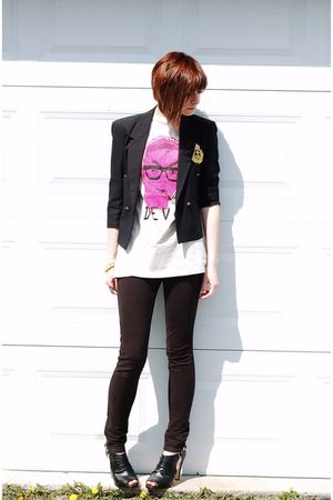 black vintage blazer - black pants - black shoes - beige shirt