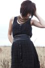 Black-vintage-dress-black-belt-silver-simply-vera-tights