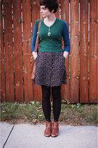 dark green vest - brown boots - black skirt