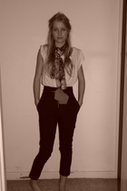 bim knesis pants - cotton on t-shirt - scarf