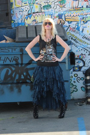 pinned in front free people skirt - vintage Harley Davidson top