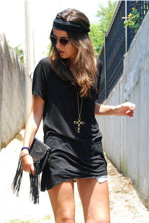 black Zara t-shirt - gold Zara necklace - black BLANCO purse - blue Zara shorts