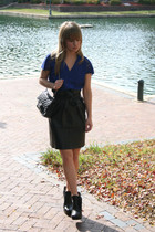 blue top - black belt - black vintage skirt - black sam edelman boots