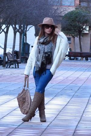 Stradivarius jeans - Rosalita McGee scarf - paula soler bag - Shana t-shirt