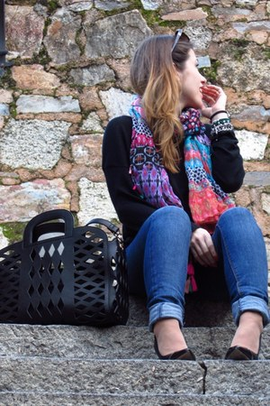 Stradivarius scarf - Lefties jeans - suiteblanco bag - La Strada heels