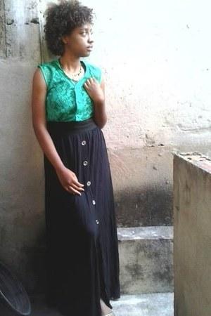 black CityCol skirt - black Beira Rio sandals - green top