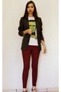 Green-printed-chico-rei-shirt-white-shirt-maroon-burgundy-leggings