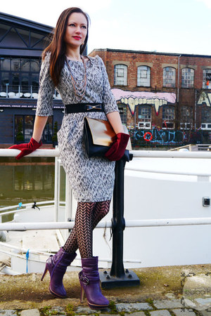 gold clutch purse Zara bag - deep purple ankle heels PaulGerrard boots