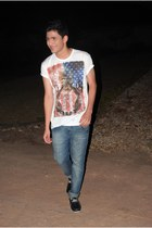 t-shirt - shoes - jeans