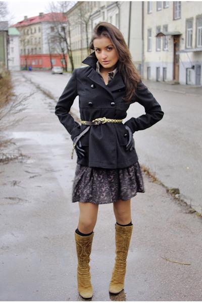 black Nuna Lie coat - olive green Ostrich boots - Amisu skirt
