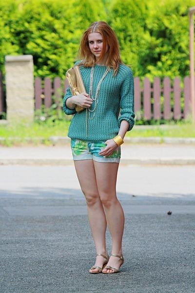 New Yorker shorts - Zara shoes - romwe sweater - H&M purse