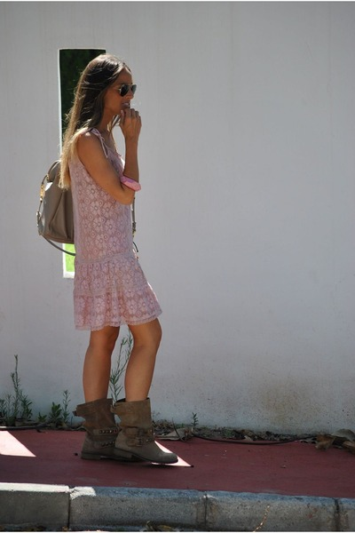bubble gum BLANCO dress - tan Stradivarius boots