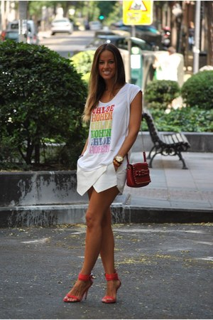 white Chloe t-shirt - red Zara bag - red Zara sandals - white Zara skirt