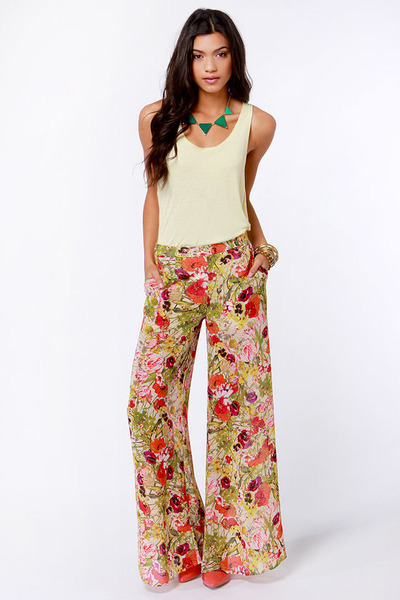 What in Carnation Wide-Leg Floral Print Pants by Lulusdotcom ...