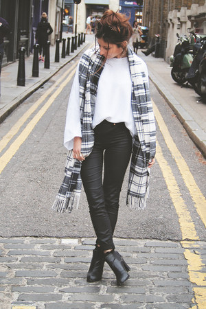 black Steve Madden boots - white Zara sweater - Gap scarf