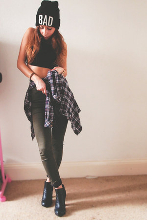 army green Topshop jeans - black brandy melville hat - black Topshop top
