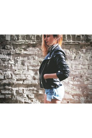 black Mango jacket - blue Levis shorts