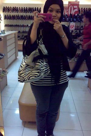 black My Mom Blazer blazer - black t-shirt - gray Logo jeans - black scarf