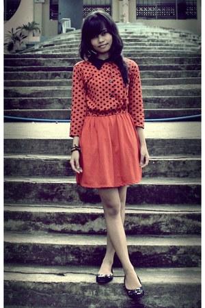 carrot orange polka dots unknown brand dress - black doll Parisian flats