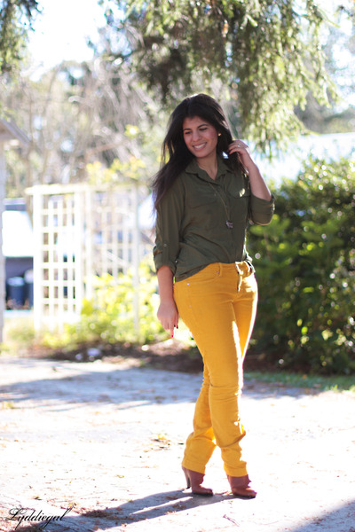 yellow cords gap pants steve madden boots olive green old navy