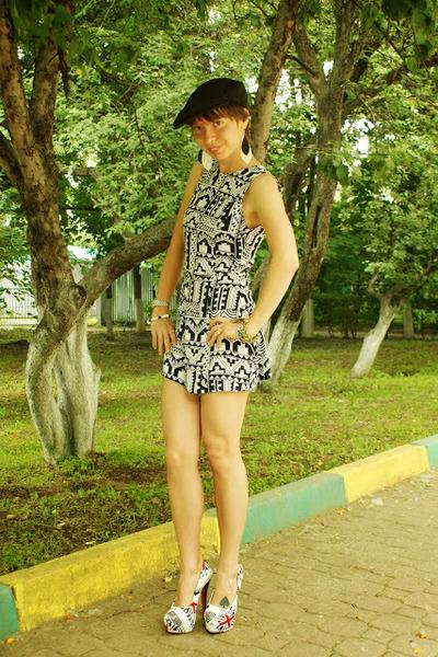 ivory aztec print Motel Rocks romper - black old for summer Mango hat