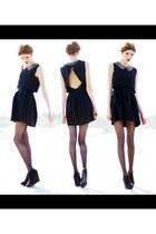 black unknown dress