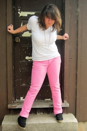 Hanes t-shirt - Wet Seal pants - Blowfish shoes - forever 21 necklace