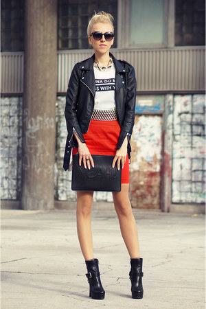 red oodij skirt - black kazar heels