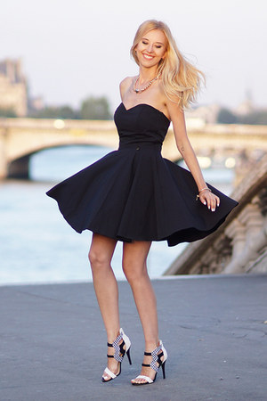 black sukienkowo dress - white deezee heels