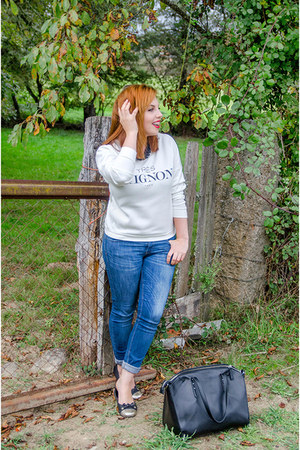 navy Zara jeans - white OASAP sweater