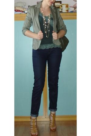GoJane high heels gladiator - Zara Basic Blue skinny jeans - Imperial Green Top