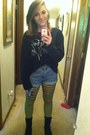 Black-shirt-black-and-green-tights-denim-shorts