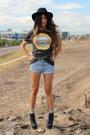 Levis-vintage-shorts-h-m-t-shirt