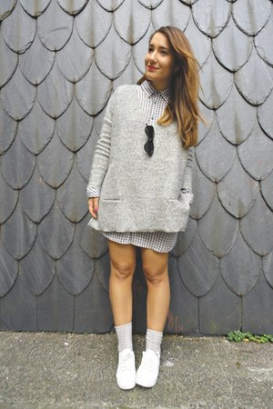 Lefties socks - Oysho blouse - Zara jumper