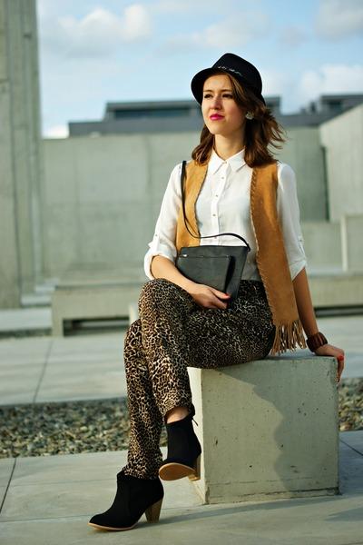 black reserved hat - white reserved shirt - black H&M bag - brown reserved pants