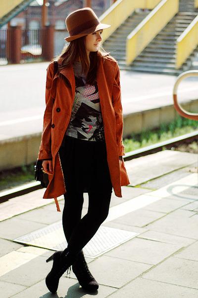 tawny Chicwish coat - black H&M skirt