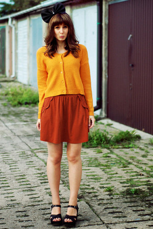 mustard H&amp;M sweater - burnt orange Zara skirt - black pakamerapl accessories