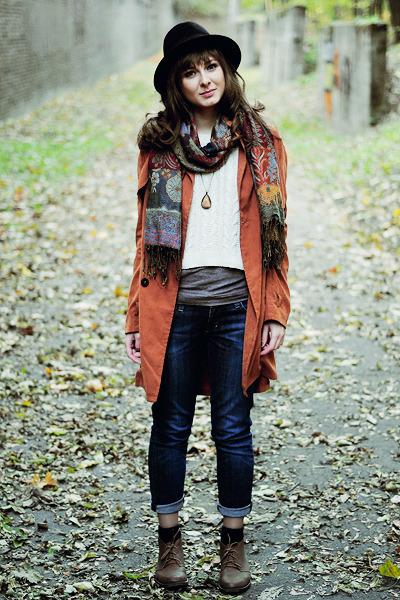 tawny Chicwish coat - bronze boots - black H&M hat