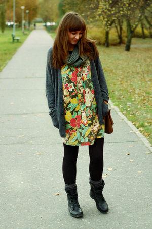 gray H&M scarf
