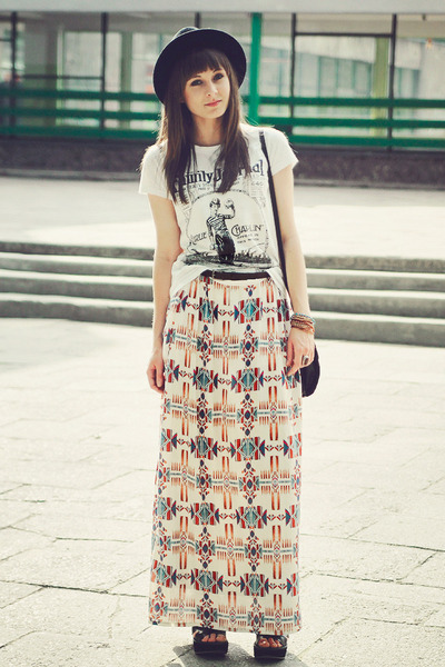 black H&amp;M hat - ivory Stradivarius skirt