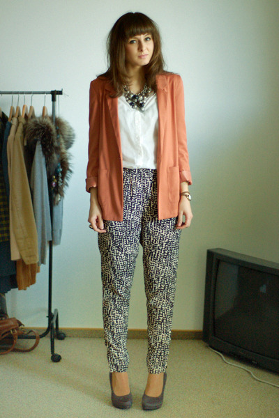 salmon H&M blazer - white H&M shirt - heather gray H&M pants - heather gray Deic