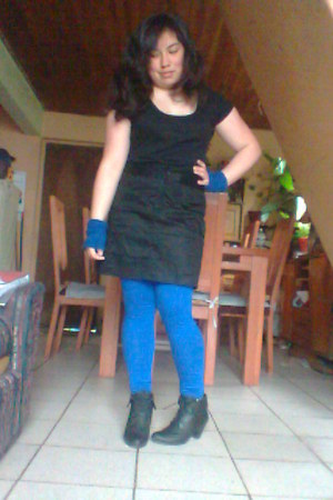 leggings - t-shirt - heels - gloves - skirt