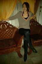 black Rockport boots - black stripes vintage leggings