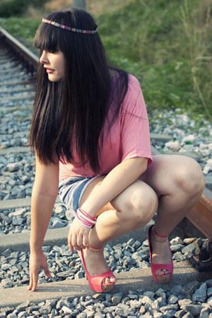 salmon Shana shirt - sky blue vintage shorts - salmon Bershka heels