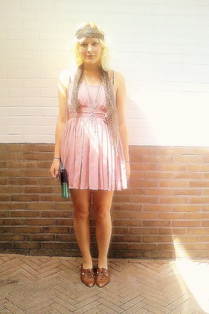 H&M dress - vintage scarf - vintage shoes