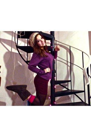 tights - amethyst shirt - maroon skirt