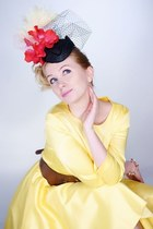 yellow yellow retro Lafir dress - hot pink fascinator Expose hat